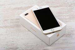 布尔加斯,保加利亚- 2016年10月22日:新在白色背景,说明社论的苹果计算机iPhone 7正金子 免版税图库摄影