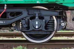 布尔加斯,保加利亚- 2017年3月20日-运送货物火车轮子- 4axled箱子无盖货车绿色类型:Eanos模型:155-1 - Transvagon广告 库存照片