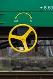 布尔加斯,保加利亚- 2017年3月20日-运送货物火车细节- 4axled箱子无盖货车绿色类型:Eanos模型:155-1 - Transvagon广告 库存图片