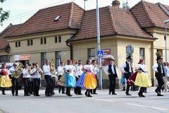 布尔诺,捷克2016年8月16日 捷克传统宴餐传统民间舞蹈和娱乐 免版税库存图片
