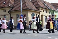 布尔诺,捷克2016年8月16日 捷克传统宴餐传统民间舞蹈和娱乐 图库摄影