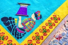 织布工细节Lent地毯的,安提瓜岛,危地马拉 图库摄影