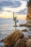 布德瓦小的体操运动员雕象中心姿势 库存图片