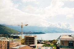 布德瓦楼房建筑 建筑用起重机高层buildi 免版税库存图片