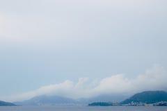 布德瓦里维埃拉在黑山在晚上 沿海和山 免版税库存照片