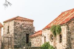布德瓦,黑山老镇的大厦的片段  这个城市的第一提及是超过2600年前 库存图片