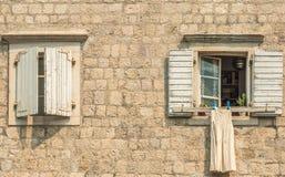 布德瓦,黑山老镇的大厦的片段  这个城市的第一提及是超过2600年前 库存照片