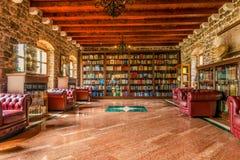 布德瓦,黑山-威严18日2017年:图书馆在布德瓦老镇的城堡  图库摄影