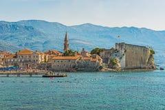 布德瓦,黑山- 2017年8月18日:老镇和城堡的看法 布德瓦是一个最保存良好的中世纪Mediterrane 免版税库存照片