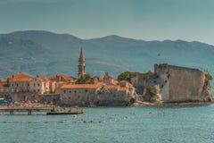 布德瓦,黑山- 2017年8月18日:老镇和城堡的看法 布德瓦是一个最保存良好的中世纪Mediterrane 免版税库存图片