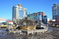 布拉戈维申斯克,俄罗斯, 2017年10月, 21日 喷泉`在50年街道上的蝴蝶` 10月在布拉戈维申斯克, disconn 免版税图库摄影