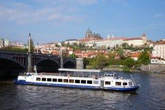 布拉格、捷克、Hradcany城堡和伏尔塔瓦河河 库存图片