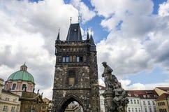 布拉格上帝的母亲老镇中心和教会在Tyn前的在布拉格,捷克 免版税库存照片