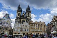 布拉格上帝的母亲老镇中心和教会在Tyn前的在布拉格,捷克 免版税图库摄影