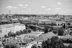 布拉格全景有蓝天的 免版税库存图片
