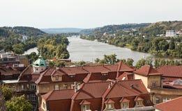 布拉格历史的区的看法从观察台的 cesky捷克krumlov中世纪老共和国城镇视图 库存图片