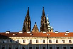 布拉格城堡和哥特式圣Vitus大教堂在布拉格 免版税库存图片