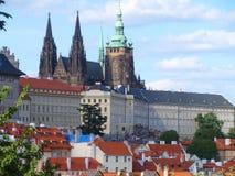 布拉格城堡和圣徒Vitus大教堂,布拉格,捷克看法  免版税库存图片