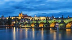 布拉格城堡和查理大桥,布拉格的著名偶象图象, 库存图片