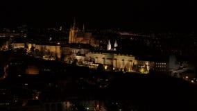 布拉格城堡堡垒4k空中寄生虫在夜之前 影视素材
