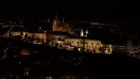 布拉格城堡堡垒4k空中寄生虫在夜之前 股票录像