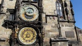 布拉格天文学时钟或布拉格orloj特写镜头两个天文学拨号盘  免版税库存图片