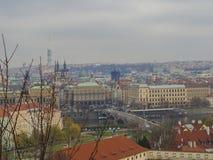 布拉格市在老镇的全景视图有青少年的塔的,查尔斯b 库存照片