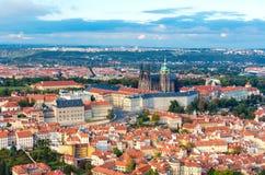 布拉格市鸟瞰图从Petrin小山的 免版税库存照片