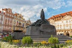 布拉格捷克共和国8月02日 2017年:老镇中心 对扬・胡斯的纪念碑 库存照片