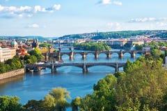 布拉格桥梁 cesky捷克krumlov中世纪老共和国城镇视图 库存照片
