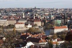 布拉格看法从布拉格城堡的在秋天 免版税库存照片