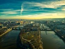 布拉格空中夏天明亮的天空 免版税库存图片