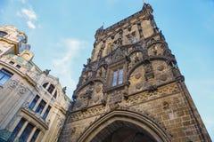 布拉格粉末塔  cesky捷克krumlov中世纪老共和国城镇视图 库存图片