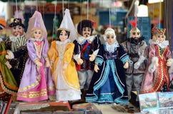 布拉格纪念品,由在礼品店的木头做的传统木偶 布拉格是捷克资本和大城市 图库摄影