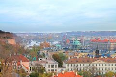 布拉格美丽如画的看法从高度的布拉格城堡 免版税库存照片