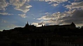 布拉格老历史城堡, Hradcany,捷克全景在日落期间的 免版税库存照片