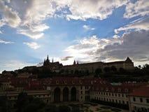 布拉格老历史城堡, Hradcany,捷克全景在日落期间的 免版税库存图片