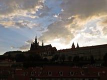 布拉格老历史城堡, Hradcany,捷克全景在日落期间的 库存图片