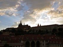 布拉格老历史城堡, Hradcany,捷克全景在日落期间的 库存照片