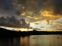 布拉格老历史城堡, Hradcany,捷克美好的全景在日落期间的 免版税库存图片