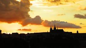 布拉格老历史城堡, Hradcany,捷克美好的全景在日落期间的 免版税库存照片