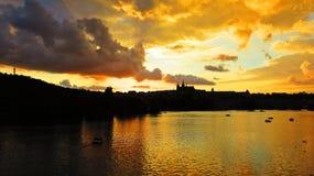 布拉格老历史城堡, Hradcany,捷克美好的全景在日落期间的 库存照片