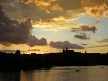 布拉格老历史城堡, Hradcany,捷克美好的全景在日落期间的 图库摄影