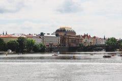 布拉格老葡萄酒房子和桥梁,掀动转移eff全景  免版税库存图片