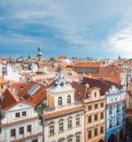 布拉格视图从上面在白天垂直与多云天 免版税库存图片