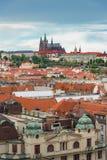 布拉格视图从上面自与多云蓝天, Vertica的白天 图库摄影