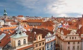 布拉格视图从上面自白天与多云天 免版税库存图片