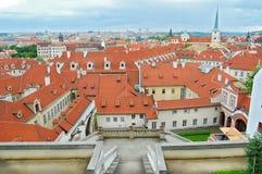 布拉格都市风景 cesky捷克krumlov中世纪老共和国城镇视图 圣托马斯教会 教会尼古拉斯st 图库摄影