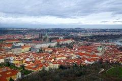 布拉格鸟瞰图在冬天 库存图片