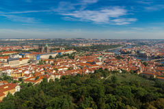 布拉格鸟瞰图从Petrin小山的 库存照片